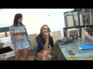 Shae Summers, Brianna Oshea – Knees Down Ass Up – Money Talks [ Reality Kings]