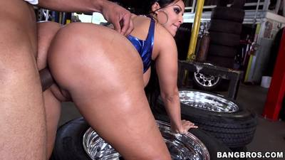 Kiara Mia Big Ass Fucked At The Mechanic Shop!