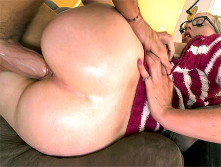 Miley May – Big Booty Petite White Girl Swallows