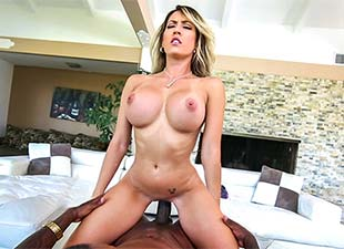 Capri Cavalli – Stretching Out That Tight Pussy