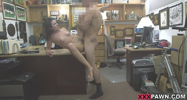 Amateurs – Customers Wife Wants The D