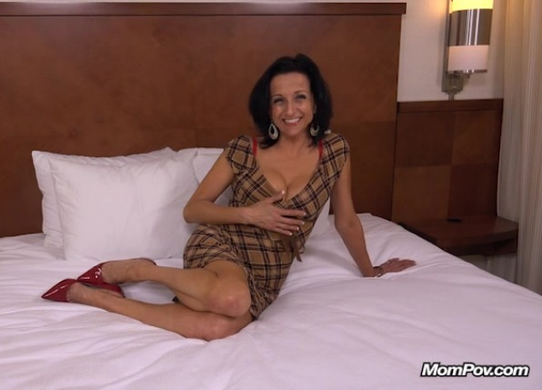 MOMPOV Cathy – 44 year old webcam MILF takes creampie