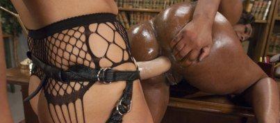 EveryThing Butt – Francesca Le & Lisa Tiffian