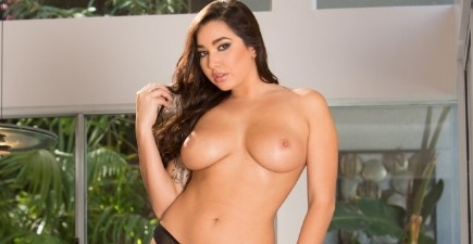 Karlee Grey – Young Busty Babe Shows Off Her Big Natural Tits