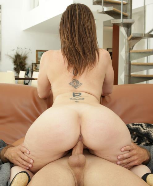 Sara Jay – Makes That Dick Spray