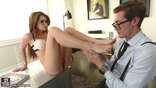 Footsie Babes – Joseline Kelly Mesmerizing Feet