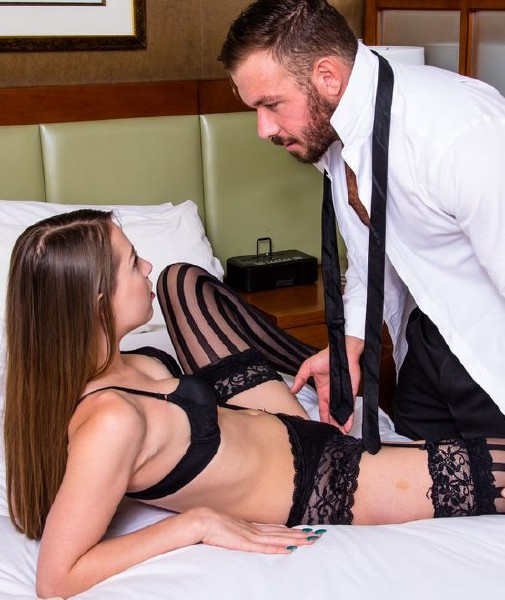 Zoey Laine – Tonights Girlfriend