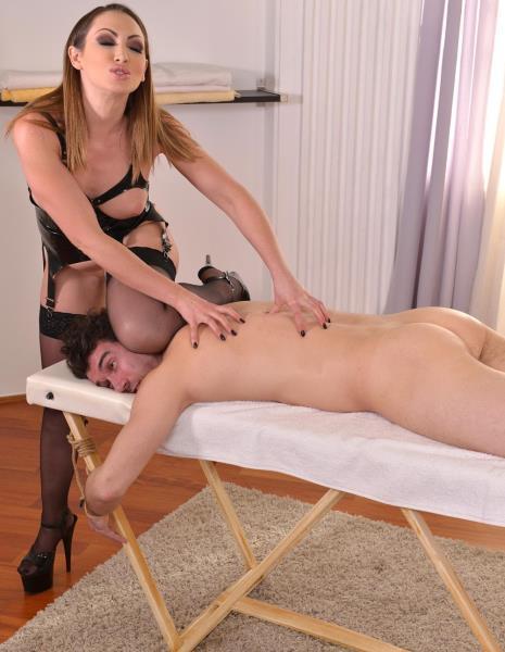 Yasmin Scott – A Pinning Experience – Domina Urinates On Submissive Guy