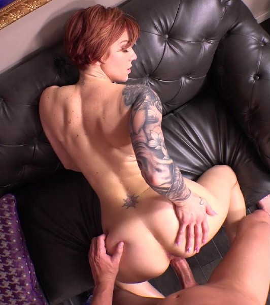 Taryn – Tattooed bisexual swinger Milf
