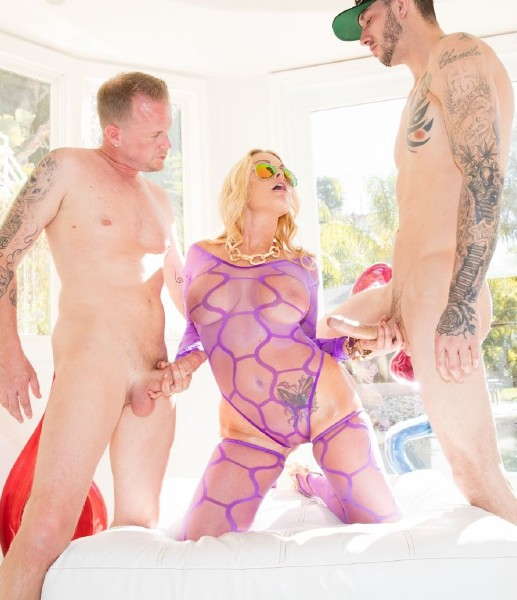 Jesse – Jesse Gets Oiled Down and Torn Up By Jules Jordan and Chris Strokes