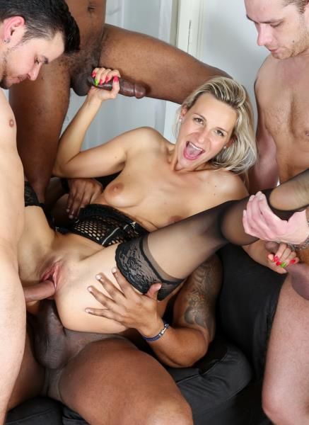 Bianca Ferrero – Intense Interracial Hardcore 5Some IV006