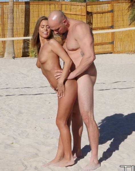 Jill Kassidy – Sand Sun and Buns