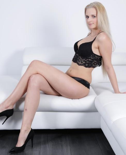 Katy Sky – Teeny blonde confusion
