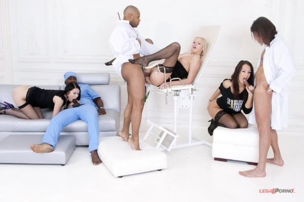 Clair, Mya Dark, Hailey – Insane Group Pissing In Gaping Ass!