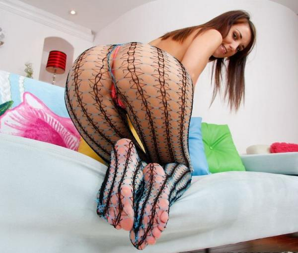 Katie Jordin – Fishnets And Feet