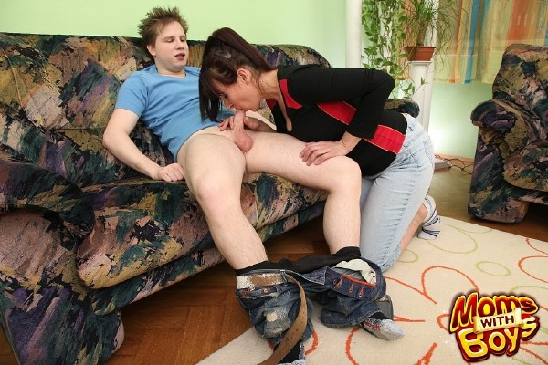 Amateurs – Naughty Stepson Fucks His Hairy Pussied Stepmom