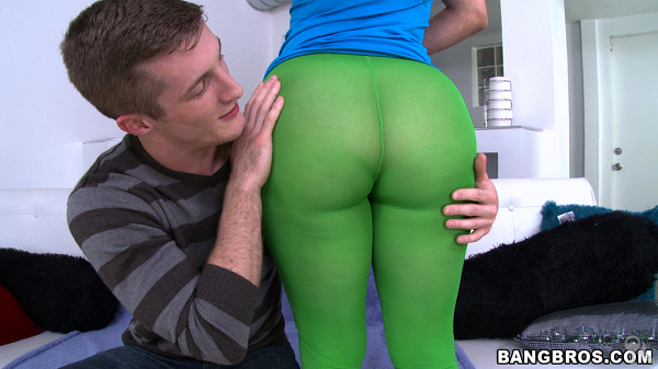 Carmen Ross – First time girl shooting porn has the biggest most amazing ass ever