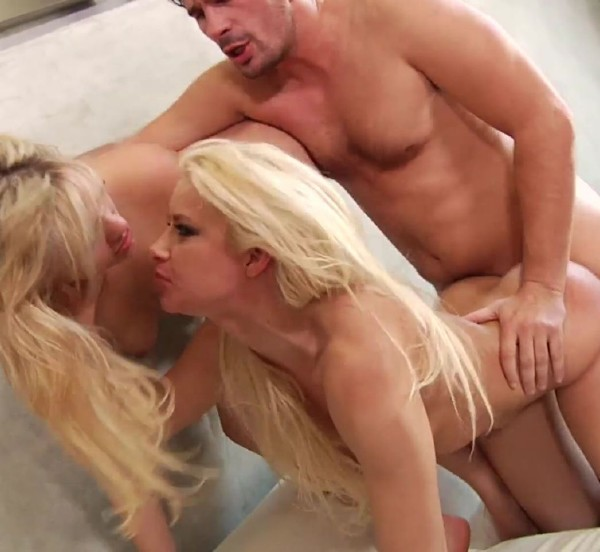 Mia Malkova, Anikka Albrite – 2 blonde hotties for me