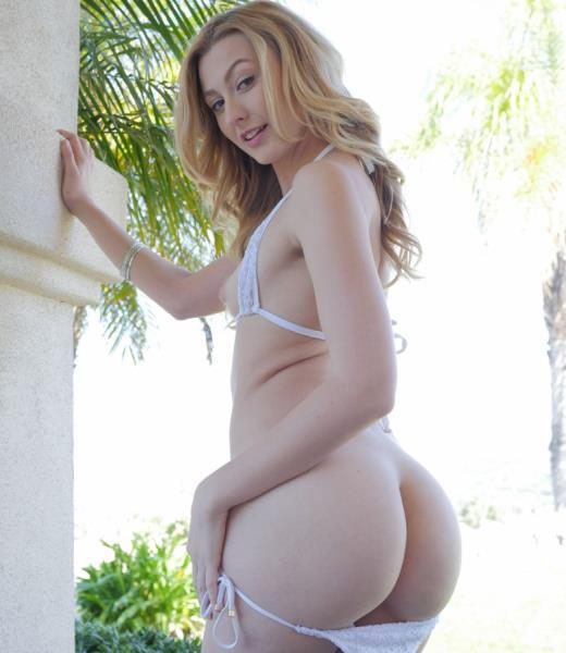 Alexa Grace – Poolside Pampering