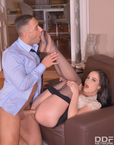 Dolly Diore – Intense Experience: Foot Sucking Gentleman Fucks Leggy Babe