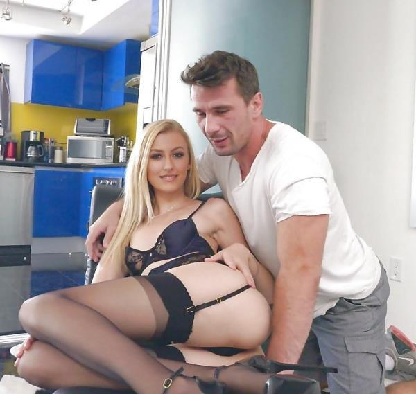 Alexa Grace – Goes Gonzo And Stretches Her Pink Pussy For Bang