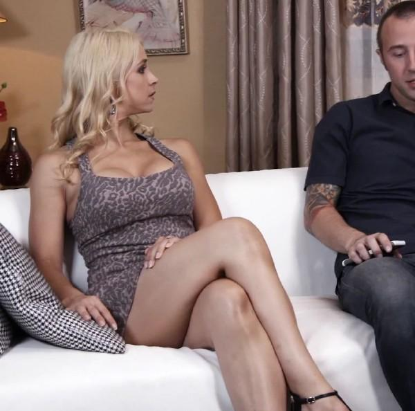 Sarah Vandella – Sexy MILF Gets Fucked On Couch