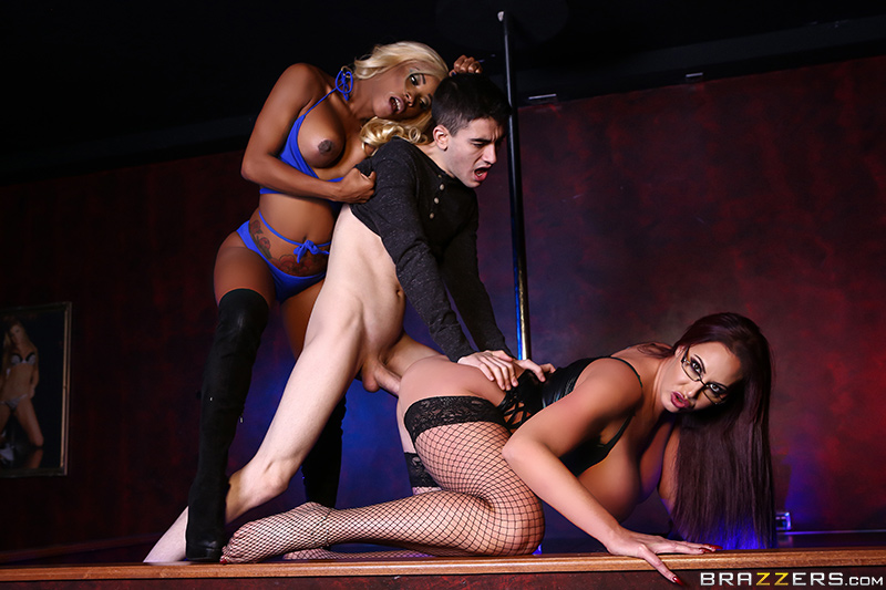 Fucking The First Timer Emma Butt, Kiki Minaj & Jordi El Niño Polla