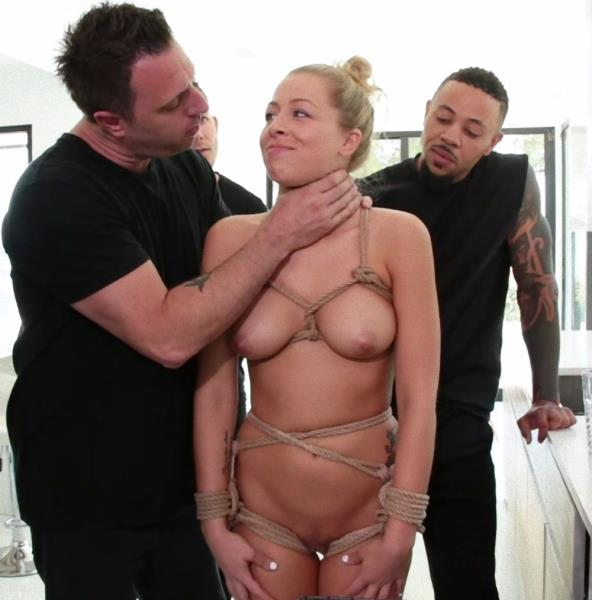 Zoey Monroe – Wrapped in Rope and Fucked by Five Cocks?