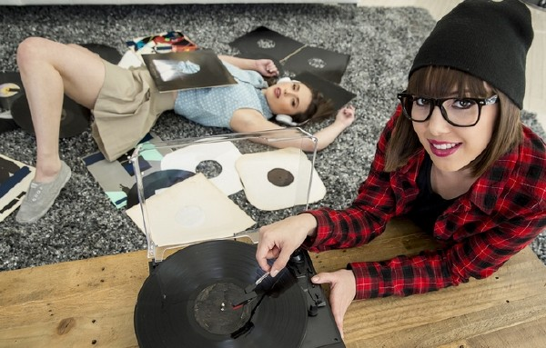 Casey Calvert, Jenna Sativa – Vinyl Obsession