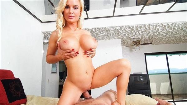 Diamond Foxxx – Hot Housewife Sucks Your Cock