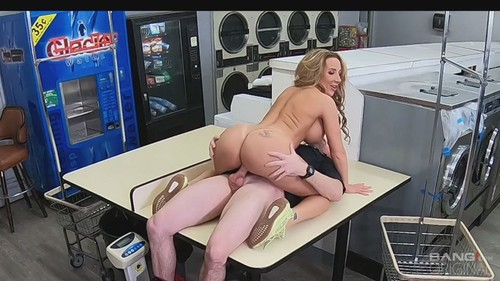 Richelle Ryan Runs From The Cops And Gets Her Pussy Fucked In A Laundromat