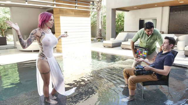 Anna Bell Peaks – The Scent Of MILF