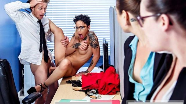 Honey Gold – Broke College Girls – DigitalPlayground