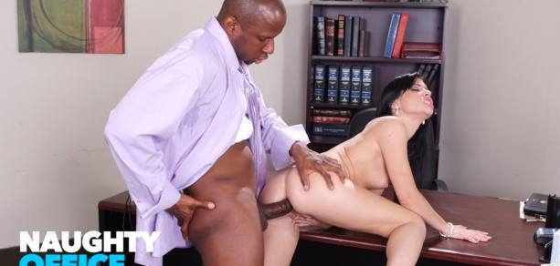 Naughty Office – Rebeca Linares