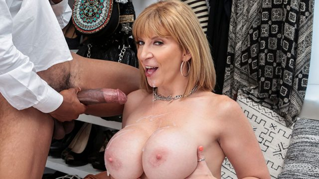 Bring Me The Manager! Sara Jay & Lil D