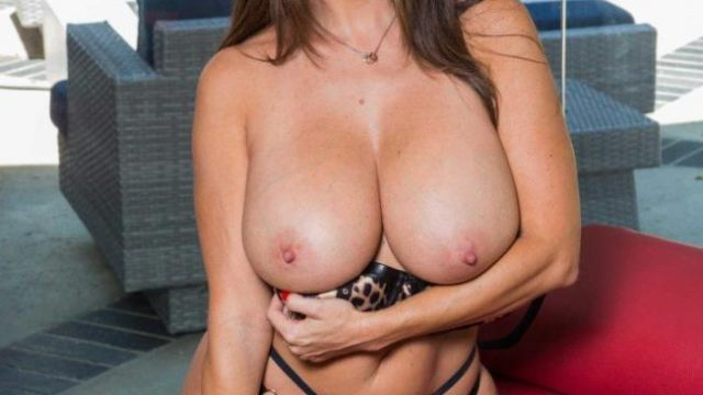 Comes home and show's you her new Lingerie – Ava Addams