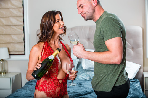 Alexis Fawx – Survive The Night