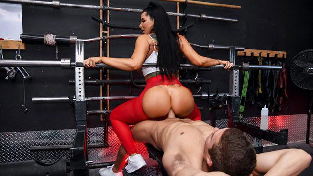 Spotting Her Ass Romi Rain & Xander Corvus