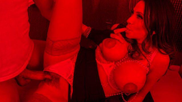 Ariella Ferrera – In the Darkroom